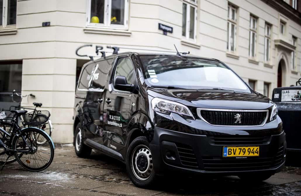 varevogn fra riise vvs på et gadehjørne i forbindelse med vvs boligforeninger
